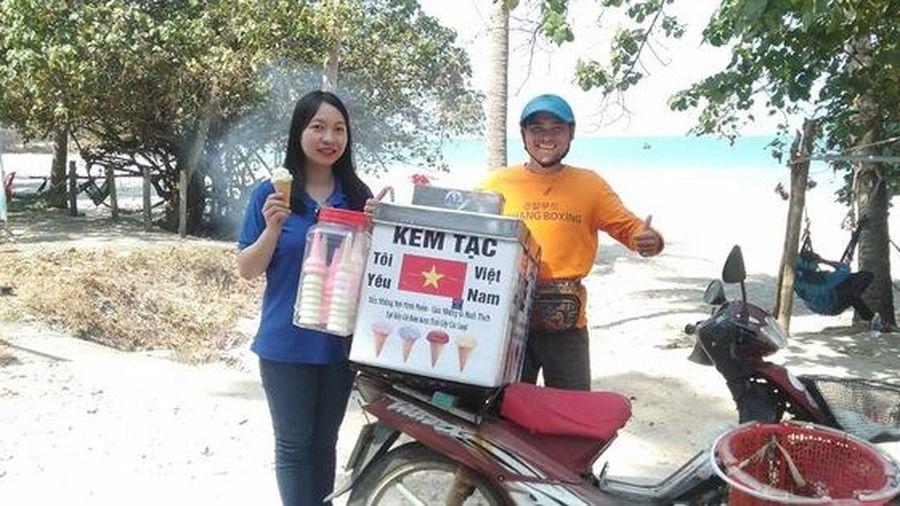 Người đàn ông bán kem truyền cảm hứng về tình yêu biển đảo