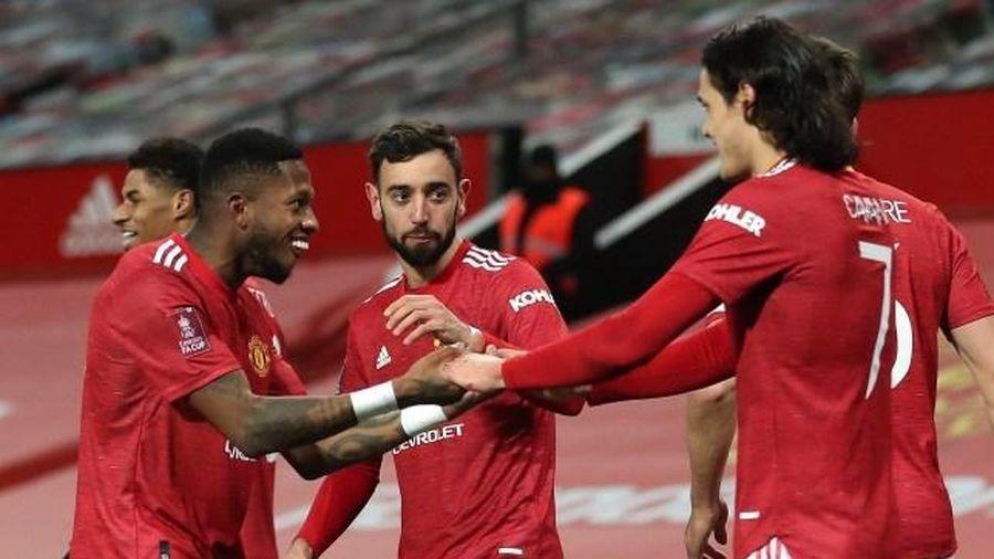 Bruno Fernandes tiết lộ, Cavani đã chỉ chiêu sút phạt loại Liverpool