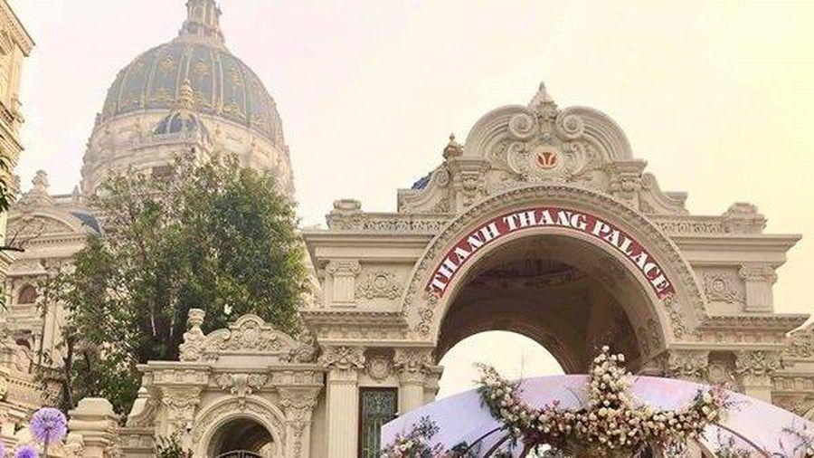 Choáng với thực đơn đám cưới 'khủng' trong lâu đài dát vàng ở Ninh Bình