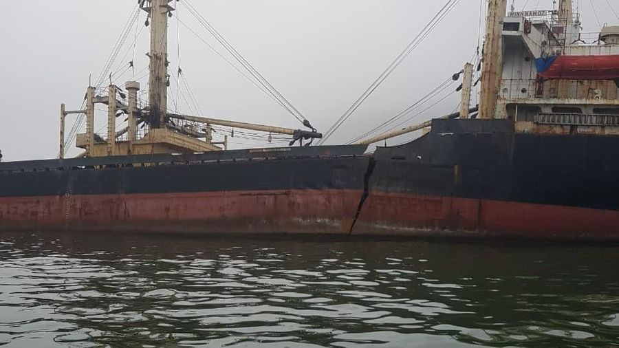 Hà Tĩnh: Nỗ lực khắc phục sự cố tràn dầu trên biển
