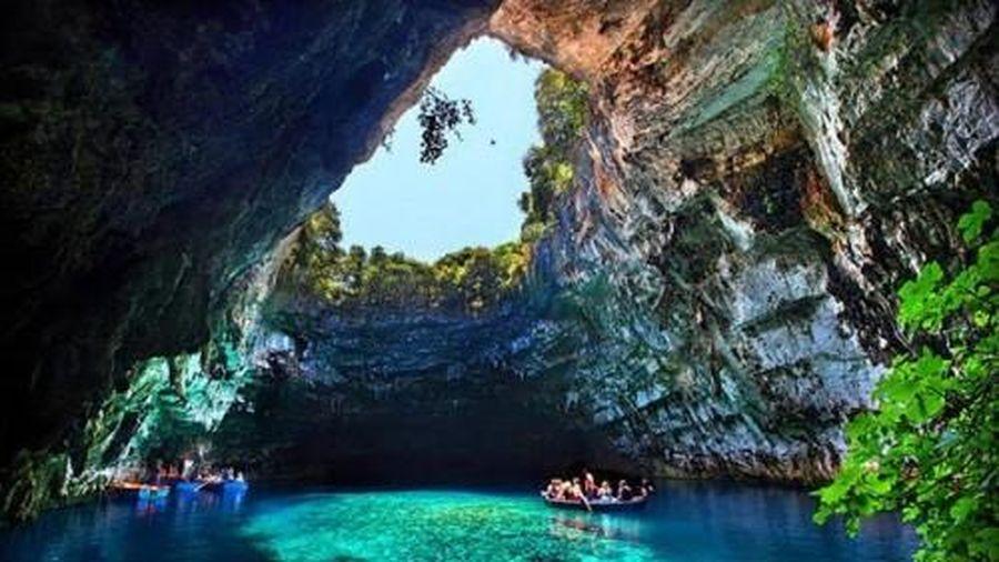 Quảng Bình hỗ trợ Thái Nguyên phát triển du lịch hang động