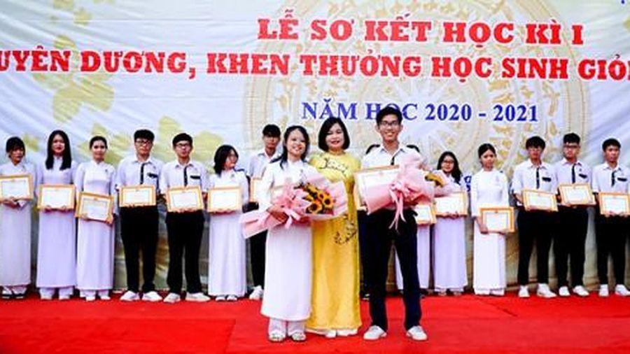 Khen thưởng đột xuất đội tuyển học sinh giỏi quốc gia