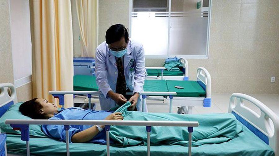 Mổ cấp cứu cho bệnh nhân đau ruột thừa tự ý mua thuốc uống