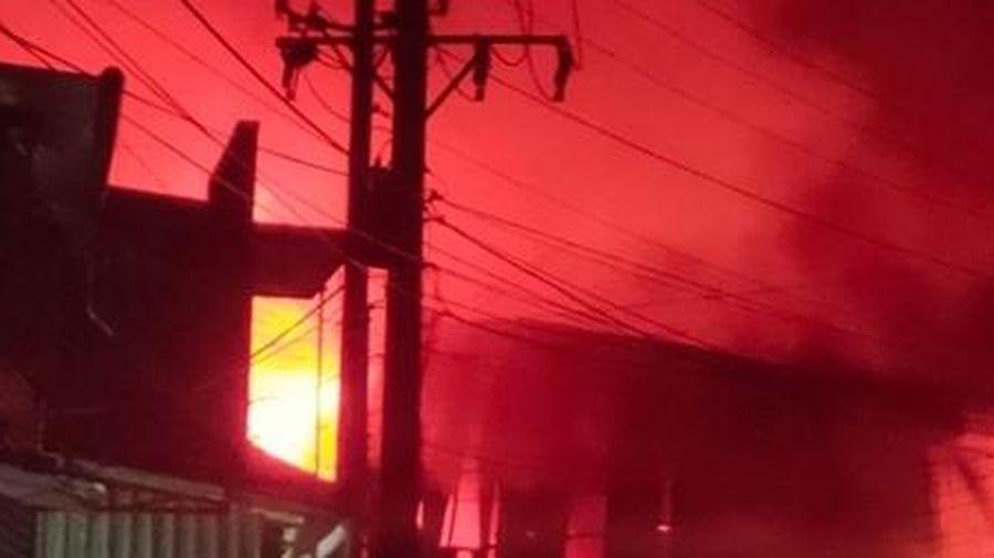 Cháy lớn tại công ty Công ty Gỗ Mỹ Products