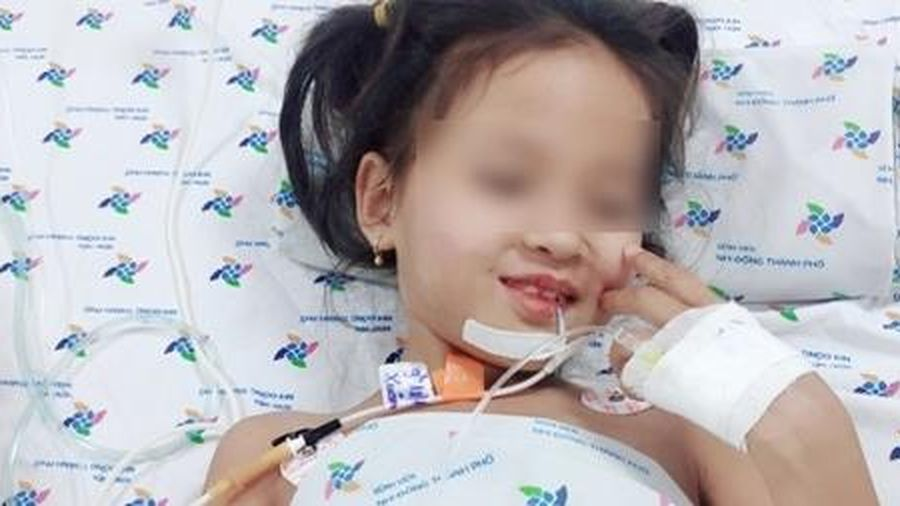 Cứu sống bé gái 7 tuổi bị chứng rối loạn thần kinh hiếm gặp