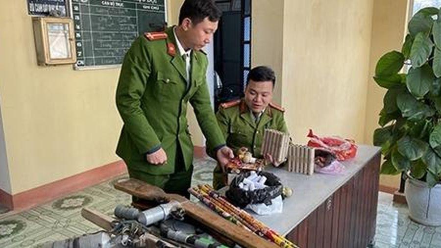 Vận động nhân dân tự giác giao nộp pháo, thuốc nổ và súng tự chế
