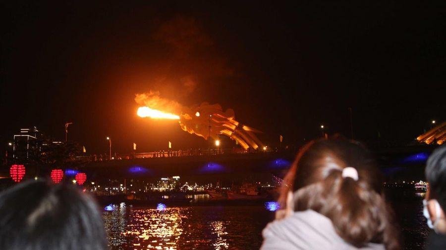 Cầu Rồng Đà Nẵng trình diễn phun lửa, phun nước dịp Tết Nguyên đán Tân Sửu