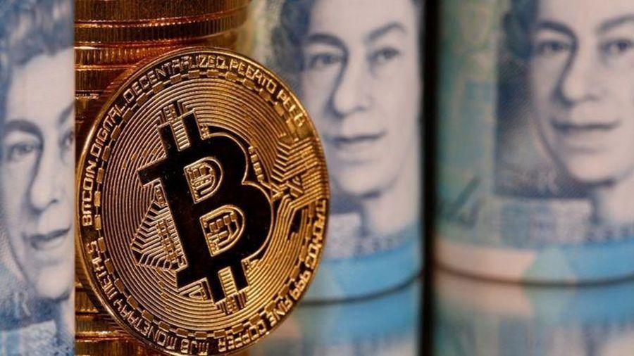 Giá Bitcoin hôm nay 25/1: Bitcoin vật lộn giữ mốc 32.000 USD