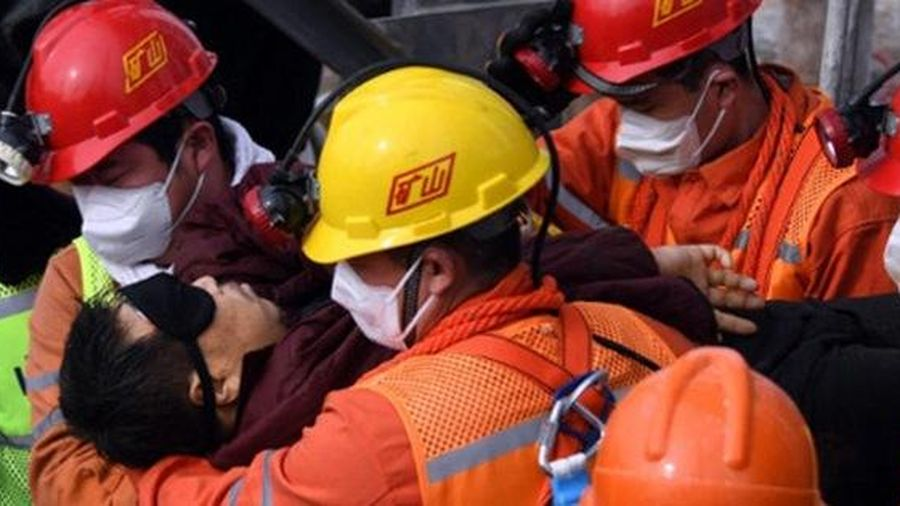 11 thợ mỏ được giải cứu sau nửa tháng kẹt dưới lòng đất