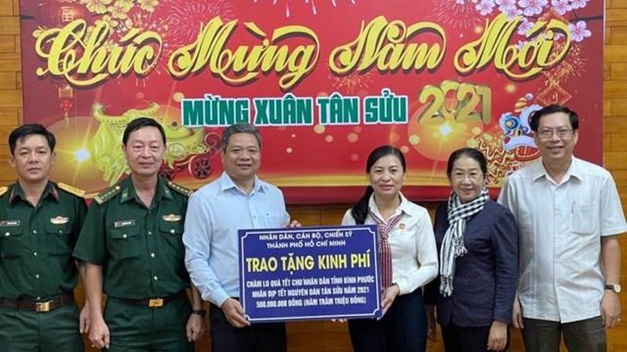 TP.Hồ Chí Minh: Trao quà Tết cho đồng bào nghèo các địa phương