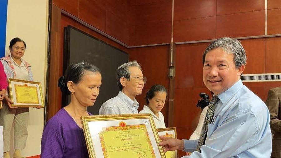 EVNHCMC: Vinh danh 450 'Gia đình tiết kiệm điện tiêu biểu'