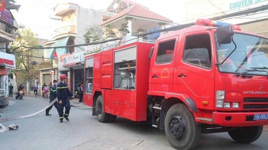 Hải Phòng: Hỏa hoạn thiêu rụi xưởng gỗ trong khu dân cư