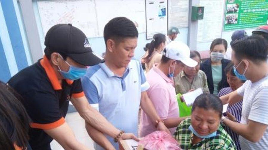 Trao 300 phần quà tết cho người dân khó khăn ở TP Sóc Trăng