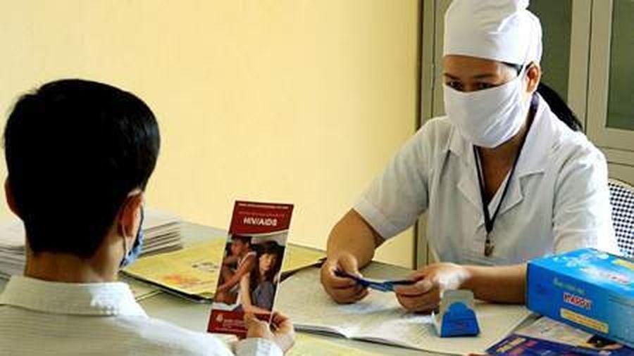 Quản lý, chăm sóc người nhiễm HIV