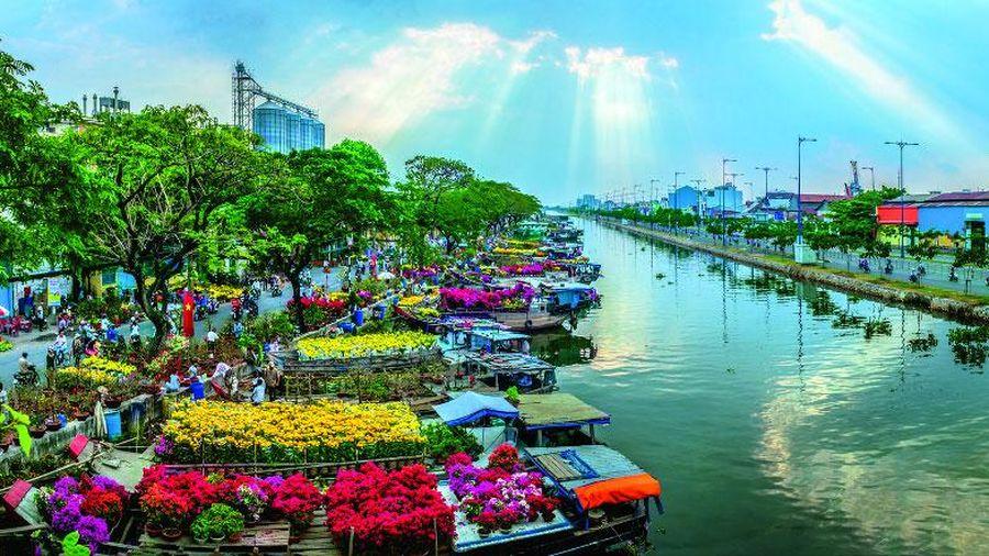 Làm mới Chợ hoa xuân 'Trên bến dưới thuyền' tại TP Hồ Chí Minh