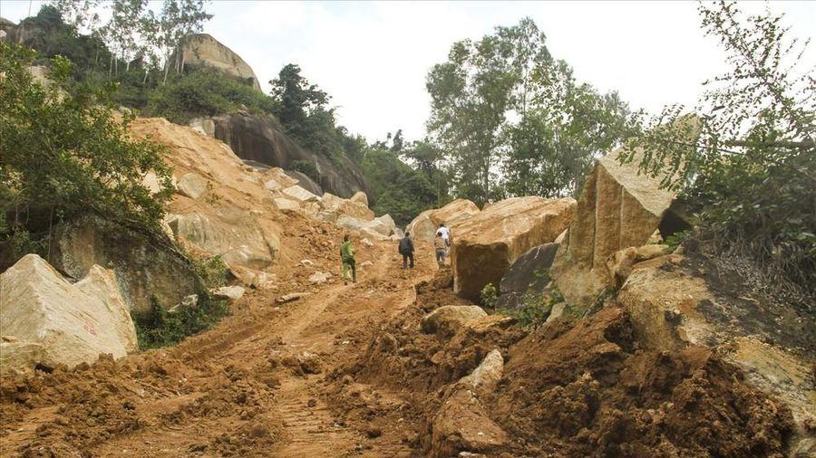 Lập tổ công tác đặc biệt xử lý nạn khai thác trái phép tại núi Hòn Chà