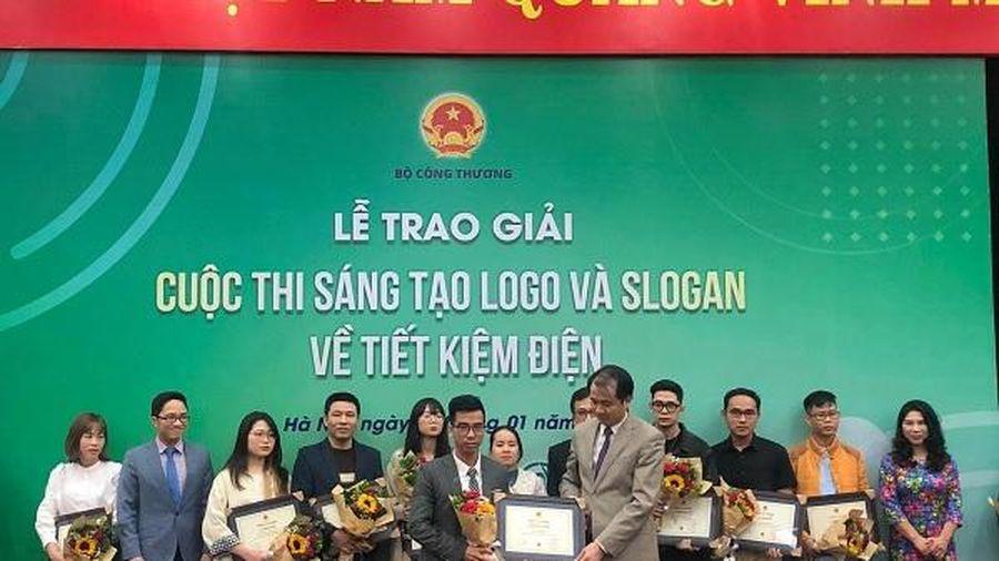 Tác giả logo và slogan 'Tiết kiệm điện thành thói quen' giành giải Nhất cuộc thi 'Sáng tạo logo và slogan về tiết kiệm điện'