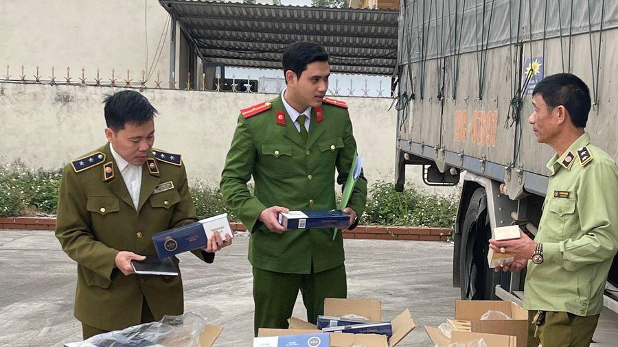 Bắt giữ xe tải chở 4.500 bao thuốc lá lậu