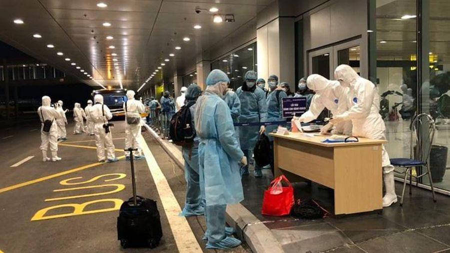 Thêm 2 người nhập cảnh từ Mỹ và Dubai nhiễm Covid-19