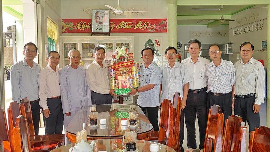 Lãnh đạo UBMTTQVN tỉnh An Giang thăm, chúc Tết các tổ chức tôn giáo