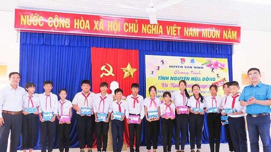 Huyện đoàn Vạn Ninh: Tổ chức chương trình tình nguyện mùa đông và xuân tình nguyện