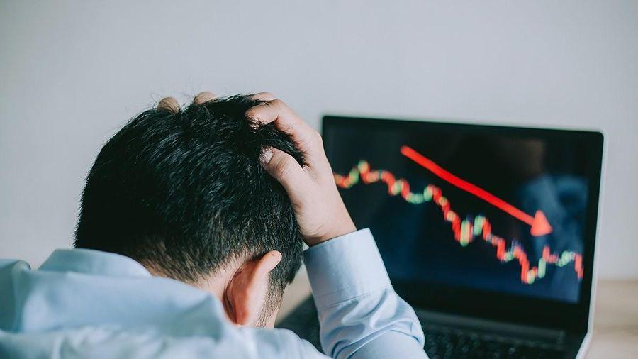 Đầu tư thế nào trong thị trường giá xuống khi mô hình 2 đỉnh hình thành?