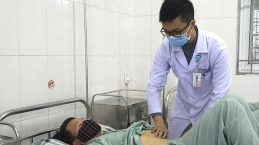 Giun đũa dài 25 cm trong ống mật bệnh nhân