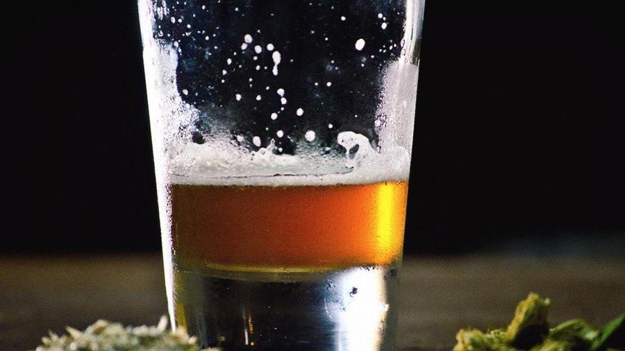 Người đàn ông bị hoang tưởng nghi do uống rượu pha cần sa