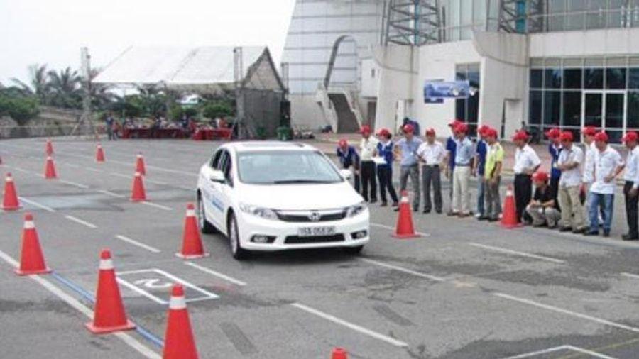 Điều kiện nâng hạng giấy phép lái xe: Còn bất hợp lý?