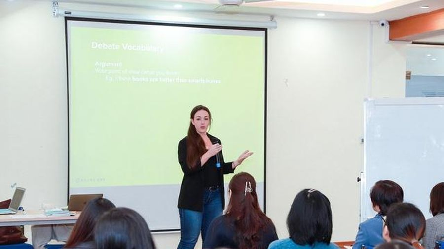 Hướng dẫn học sinh phổ thông tranh biện bằng tiếng Anh