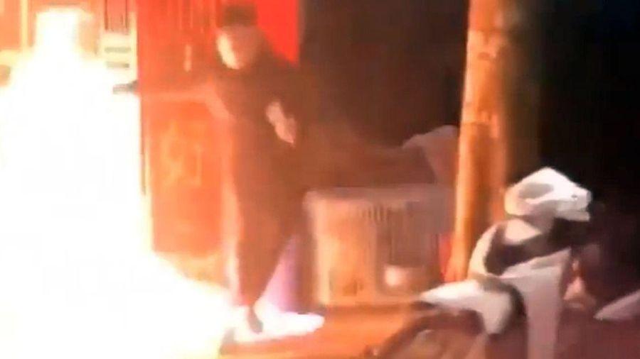 Tưới xăng định đốt vợ cũ vì ly hôn không chia tài sản