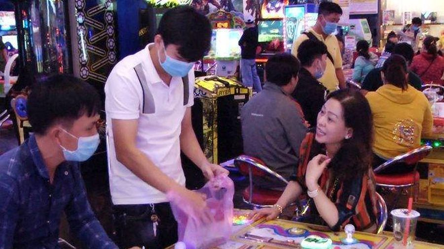 Tạm giữ 40 người đánh bạc dưới hình thức chơi game bắn cá