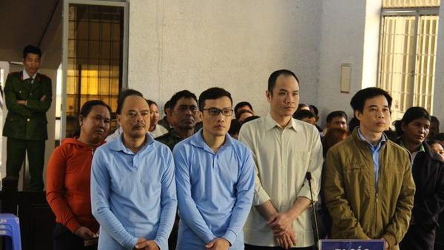 Trục lợi tiền đền bù dự án hồ thủy lợi, 10 bị cáo lãnh gần 55 năm tù
