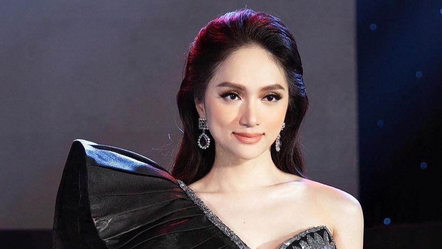 Hoa hậu Hương Giang khoe thần thái quyền lực với thiết kế của NTK Tuyết Lê