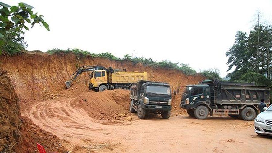 Lợi dụng thi công nhà văn hóa ở Hương Khê để 'tuồn' đất bán ra ngoài?