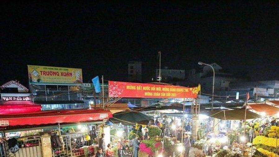 Chợ hoa Quảng Bá trong ngày rằm tháng Chạp