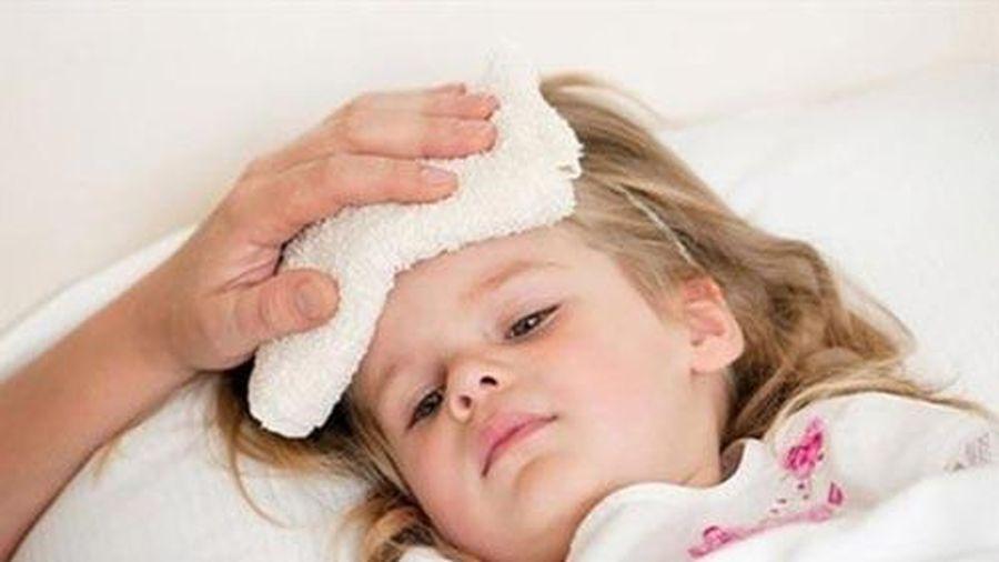 Cách giúp bạn hạ sốt cho bé cực nhanh