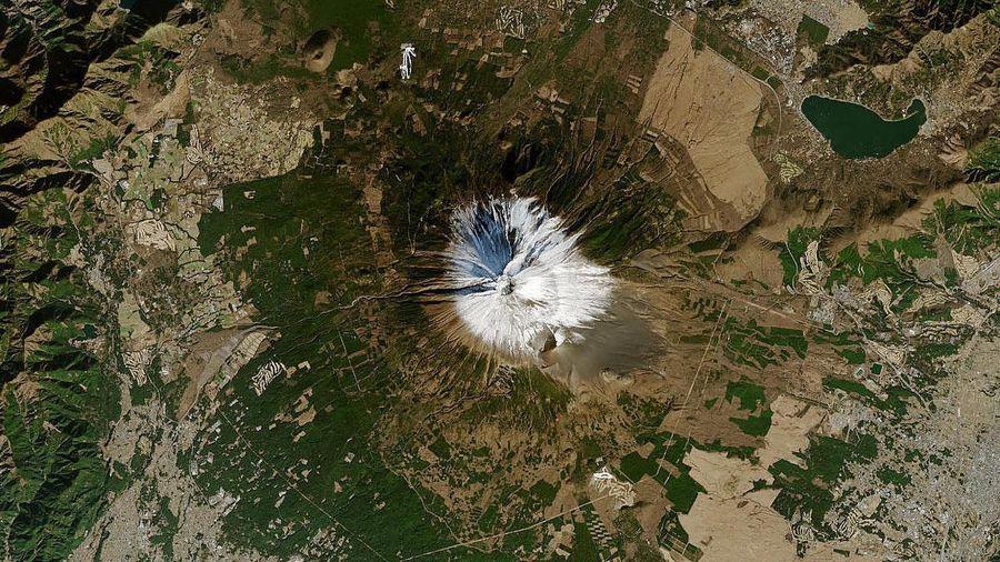 Núi Phú Sĩ đứng trước nguy cơ không còn tuyết phủ