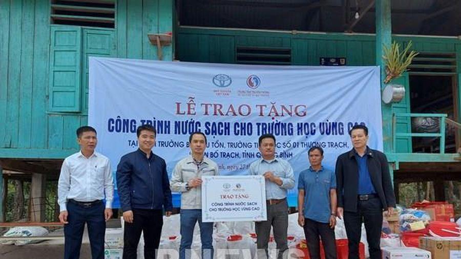 Toyota Việt Nam bàn giao hệ thống lọc nước tinh khiết cho Quảng Bình