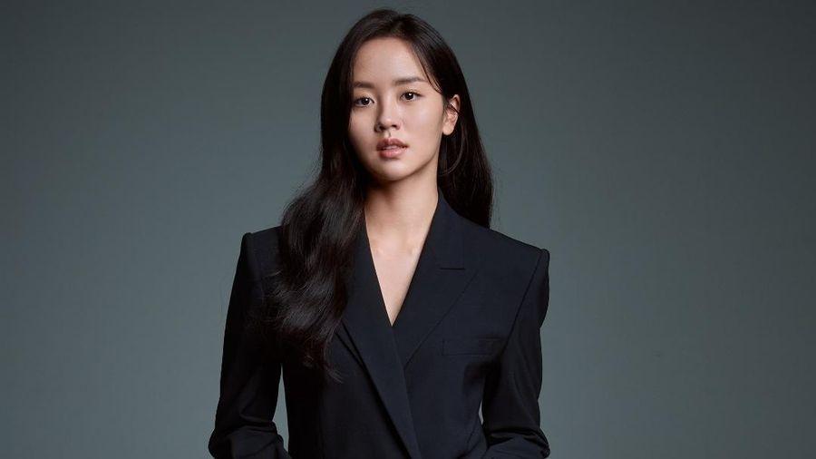 Kim So Hyun tung loạt ảnh mới nhân dịp đổi công ty