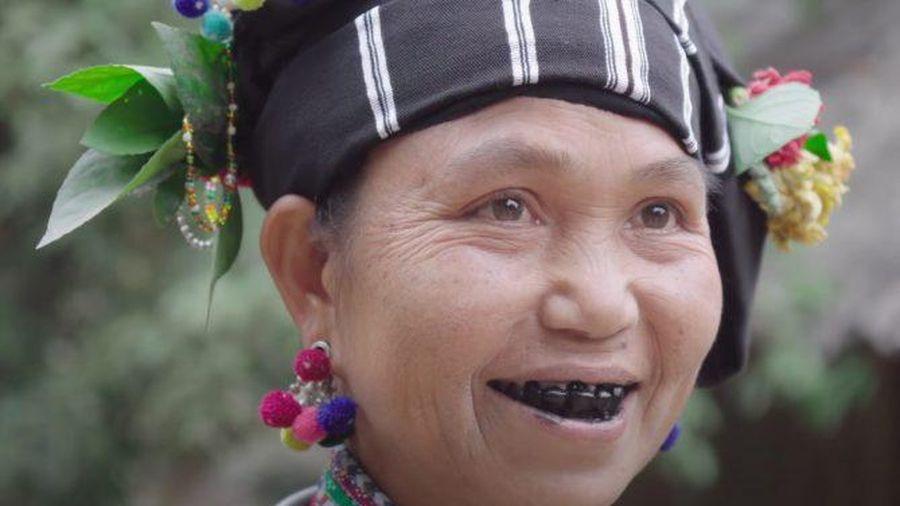 Đẹp xinh những người phụ nữ nhuộm răng đen cuối cùng ở Việt Nam