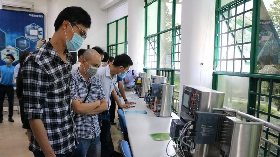 Siemens hỗ trợ phát triển thế hệ sinh viên ngành kỹ thuật tại Việt Nam