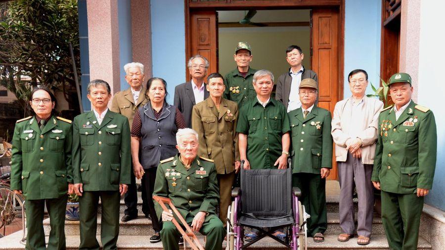Bắc Giang: Hội truyền thống Trường Sơn tặng quà cho Cựu chiến biến binh cao tuổi