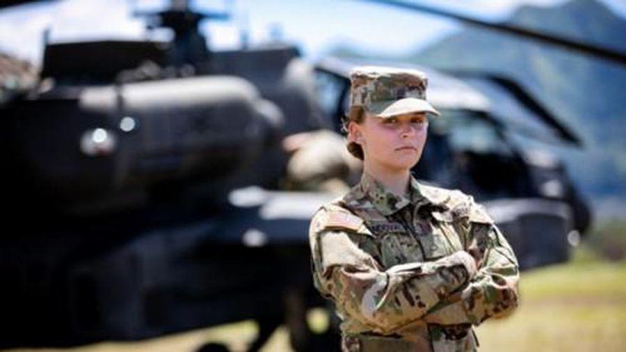 Nữ quân nhân Mỹ có thể được tô son, buộc tóc đuôi ngựa