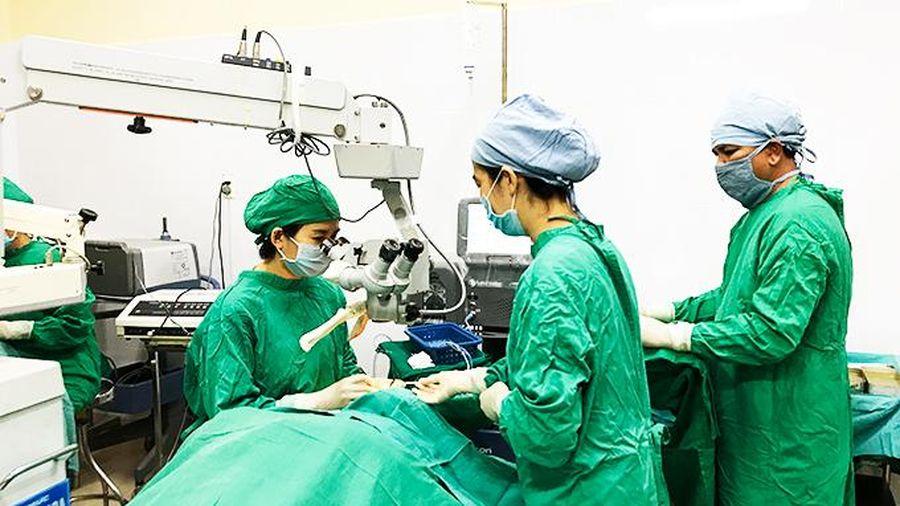 Phẫu thuật mộng thịt ghép kết mạc 2 vạt xoay: Phương pháp điều trị hiệu quả