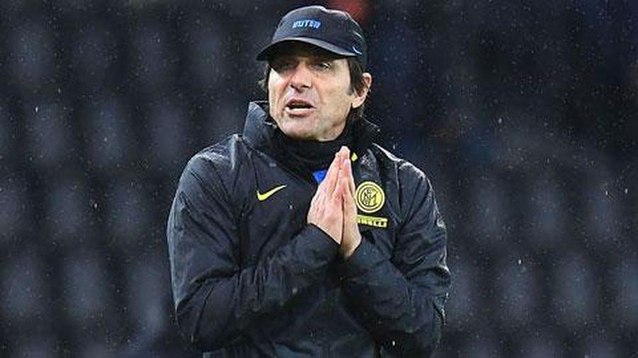 Conte bị cấm chỉ đạo 2 trận vì cãi trọng tài