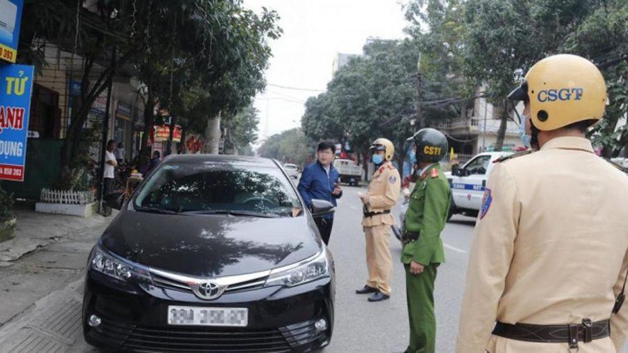 TP Hà Tĩnh: Ra quân xử phạt phương tiện dừng, đỗ sai quy định