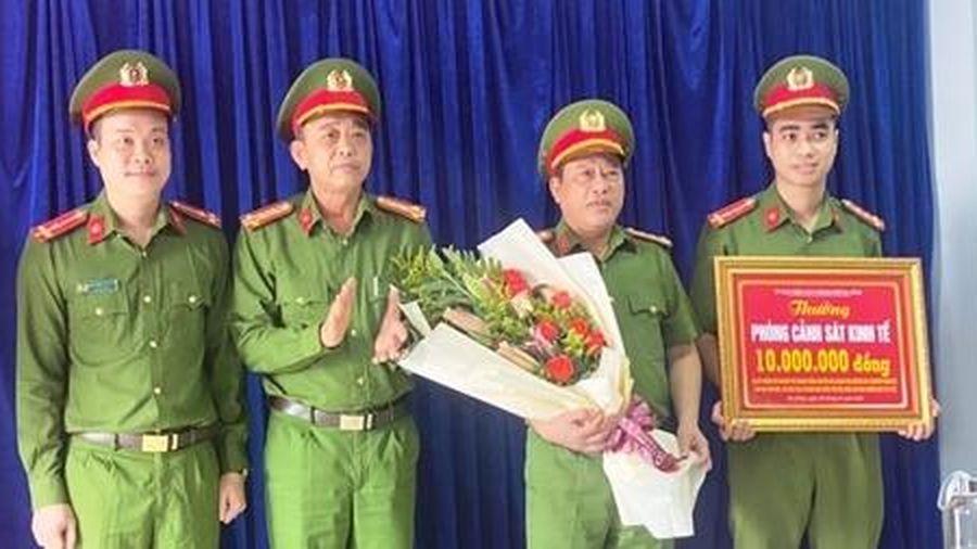 Khen thưởng Phòng Cảnh sát kinh tế Công an Đà Nẵng