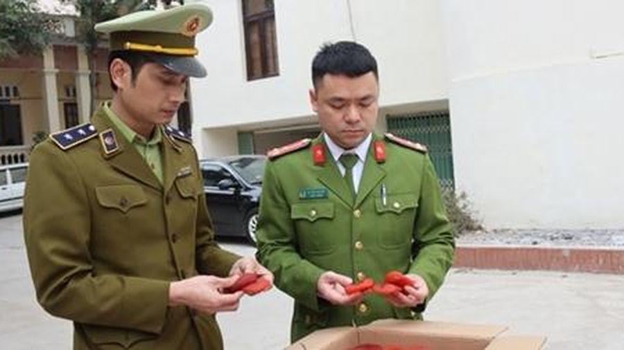 Tịch thu 1,2 tấn hồng sấy dẻo nhập lậu
