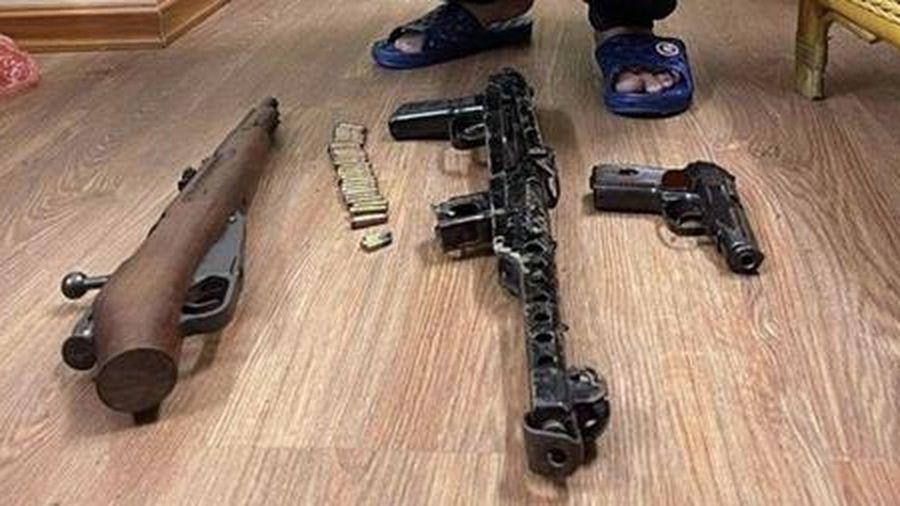 Ổ nhóm cờ bạc, cho vay nặng lãi trang bị nhiều súng, đạn